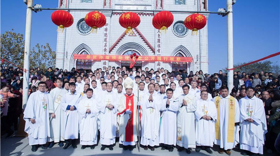 教区隆重举行孙继根助理主教公开履行牧职典礼