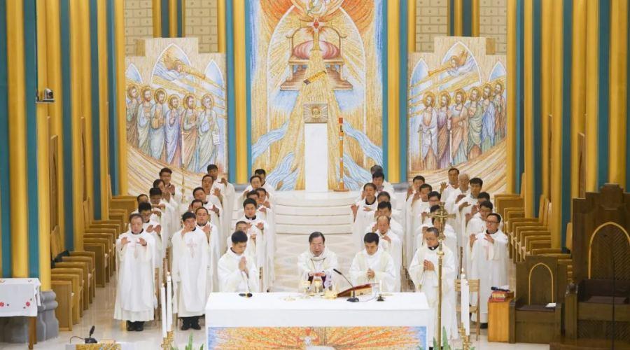 耶稣荣显圣容 北堂欢庆主保 李山主教主持弥撒并与神长教友共度节日