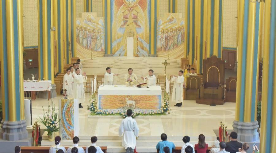 李山主教与北堂神长教友共庆圣母升天节