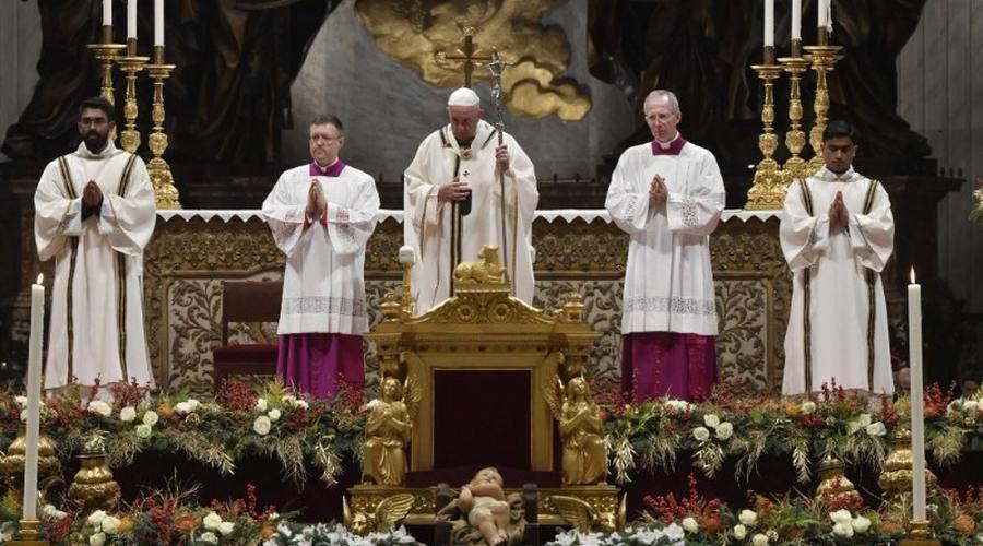 教宗圣诞子夜弥撒:鼓起勇气,接纳不求回报的救主耶稣